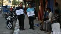 Aksi Susuri Trotoar Demi Kembalikan Fungsi Pedestrian