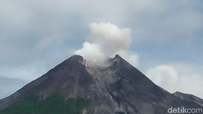 Puncak Gunung Merapi, Kamis (27/12/2018).