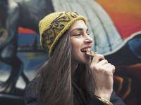 7 Trik agar Tak Ngemil Terus Menerus karena Stress