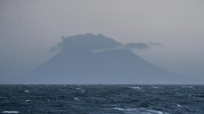 Gunung Anak Krakatau (Muhammad Adimaja/Antara Foto)