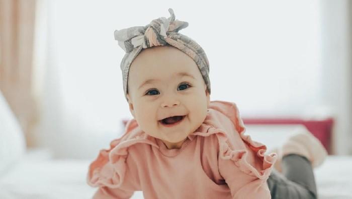 Nama bayi perempuan dengan arti terkenal/ Foto: iStock
