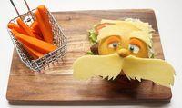 Ibu Ini Rangkai Sayuran Jadi Karakter Kartun Agar Putranya Makan Sayur