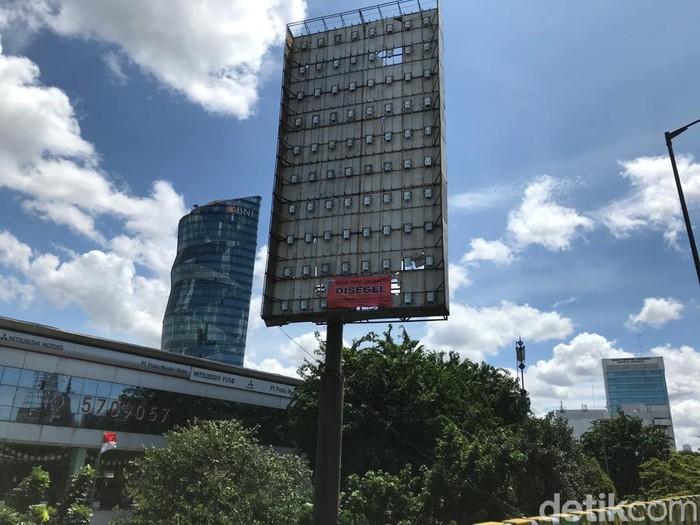 Foto ilustrasi papan baliho/billboard atau tiang reklame (Rolan/detikcom)