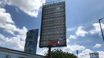 Ide Era Ahok Ganti Tiang Reklame Berbahaya dengan LED Masih Terkendala
