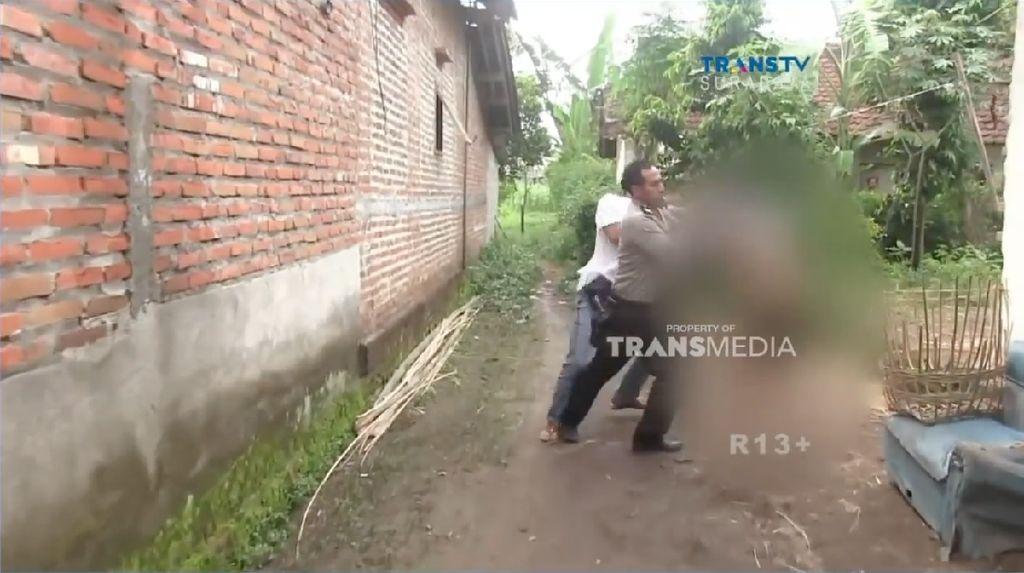 Amukan Penjudi Biliar Saat Digerebek Polisi
