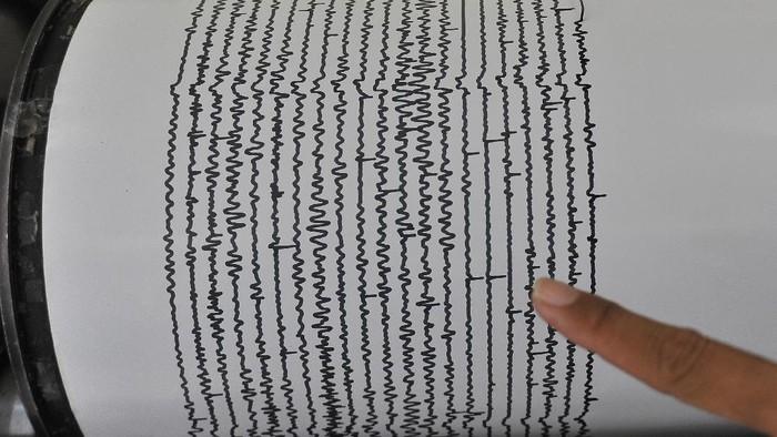 Ilustrasi seismograf rekam getaran gempa (ANTARA FOTO/Asep Fathulrahman)