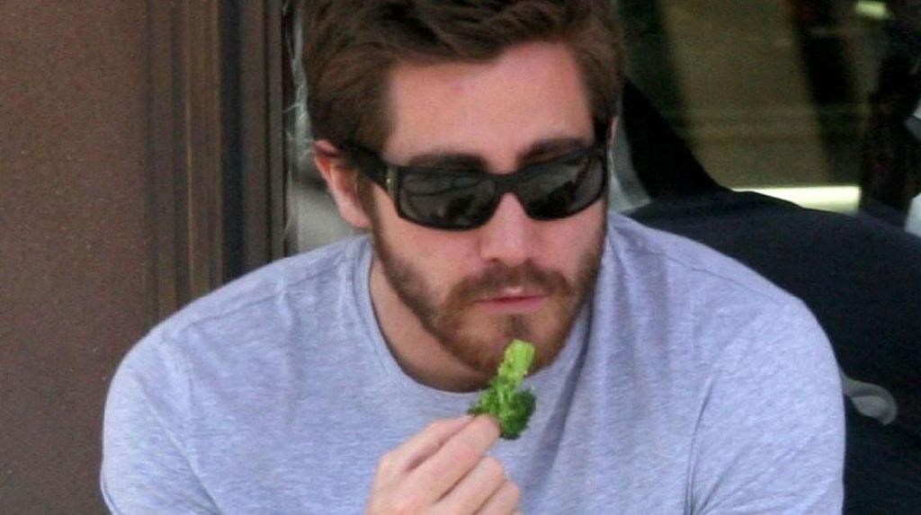 Ngaku Tak Pernah Pakai Baju saat Tidur, Jake Gyllenhaal Bikin Histeris