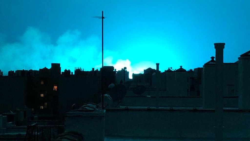 Silau! Kilatan Cahaya Biru di Langit Kejutkan Warga New York
