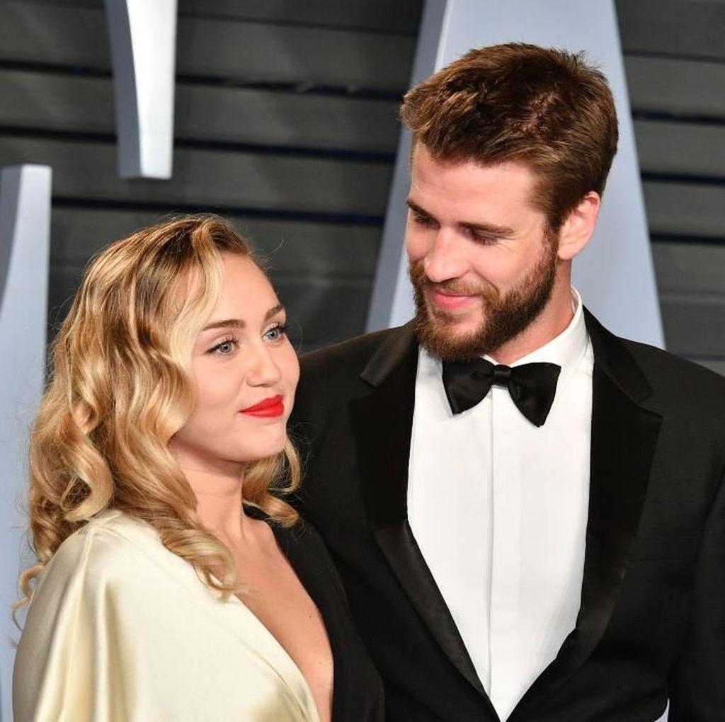Miley Cyrus Hamil Anak Pertama dengan Liam Hemsworth?
