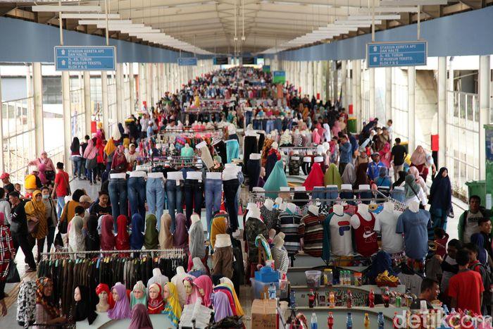 Begini suasana di Skybridge Tanah Abang, Jakarta, Sabtu (29/12).