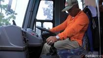 Rahmat Effendi Setir Sendiri Bus Hibah Kemenhub dari Cileunyi ke Bekasi