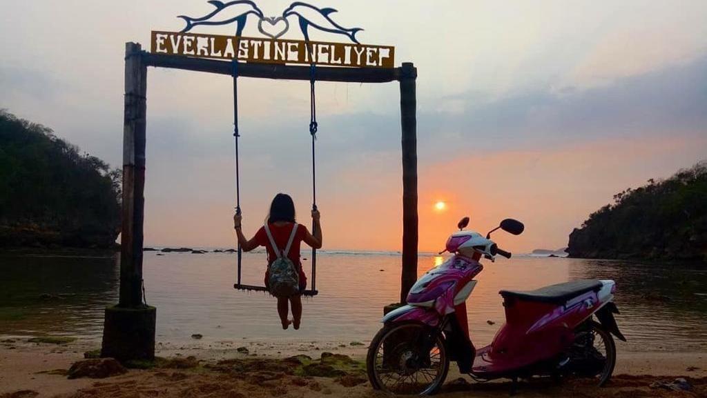 Perayaan Tahun Baru di 2 Pantai Cantik Malang, Banyak Acara Seru