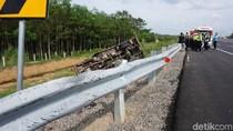 Sebuah Truk Tersungkur ke Parit di Tol Pemalang-Batang