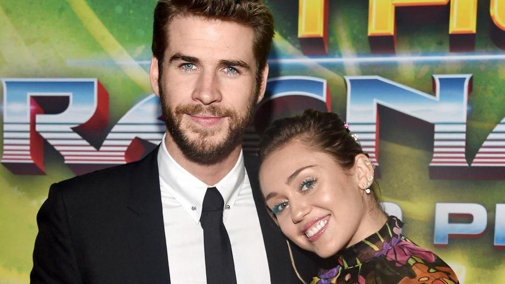 So Sweet! 9 Potret Mesra Miley Cyrus dan Liam Hemsworth di Karpet Merah