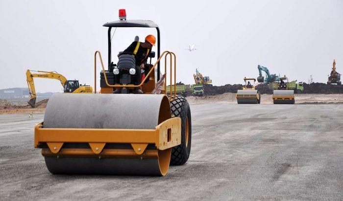 Pekerjaan PT PP antara lain pembangunan taxiway, jalan perimeter & jalan inspeksi dan gardu. Pool/PT PP (Persero) Tbk.