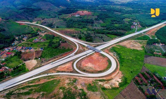Dikutip dari Instagram Kementerian PUPR, tol Trans Sumatera merupakan tulang punggung (backbone) pengembangan wilayah di Sumatera yang terdiri dari 6 Wilayah Pengembangan Strategis (WPS). Pool/Kementerian PUPR.