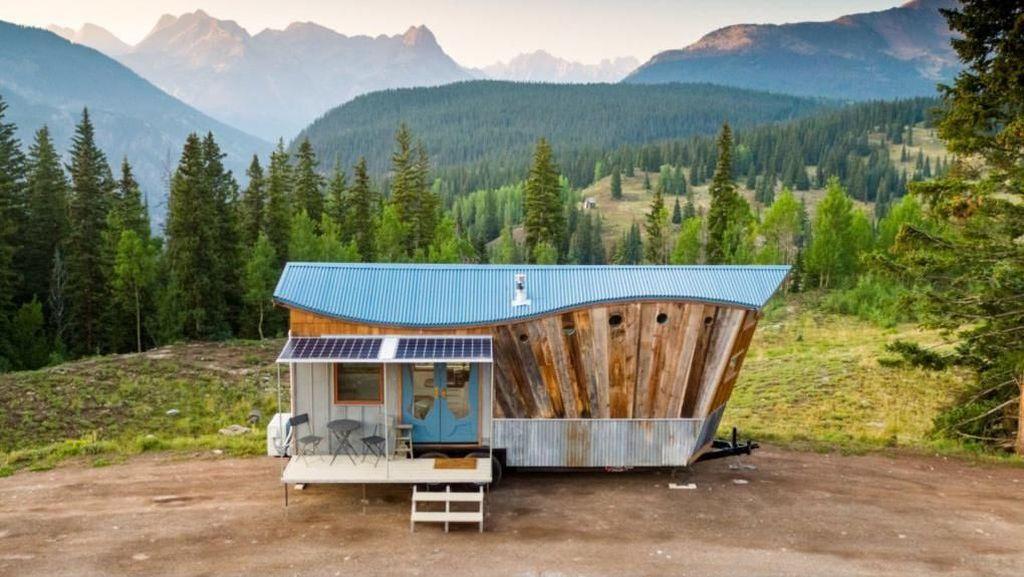 Rumah Mungil di Kaki Gunung Rocky