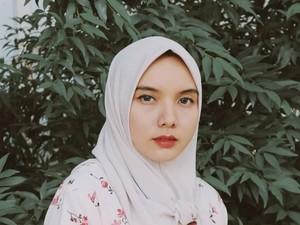 Tutorial Hijab Pakai Gantungan Kunci Bekas Ala Siti Hajar Riska