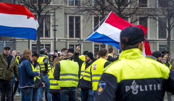 Demo 'Rompi Kuning' di Belanda Ricuh, 8 Orang Ditangkap