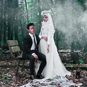 Hiii Seram! Foto Pernikahan Bertema Zombie Ini Viral