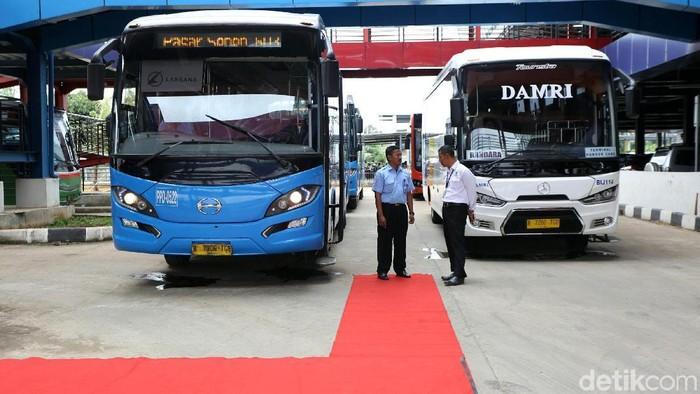 Kepala BPTJ Bambang Prihartono meresmikan terminal tipe A Pondok Cabe di Tengerang Selatan, Senin (31/12/2018). Selain peresmian terminal ini juga dibuka trayek PPD Premium Pondok Cabe Senen dan juga Damri tujuan Bandara Soekarno Hatta.