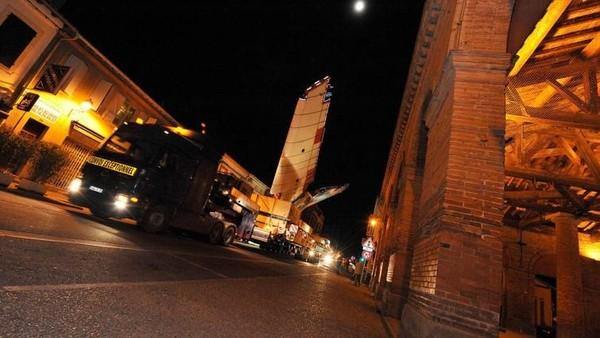 Perjalanan bagian pesawat ini hanya dilakukan pada malam hari selama 2 malam untuk menempuh jarak 240 km ke Toulouse. Tanggal adanya konvoi sudah diumumkan ke penduduk setempat sejak 3 hari sebelumnya (Airbus/CNN Travel)