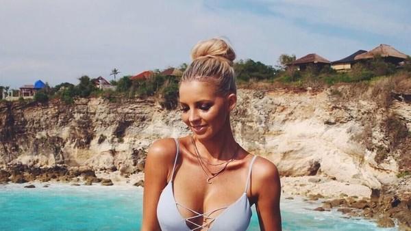 Hannah juga pernah ke Bali. (hannahpolites/Instagram)