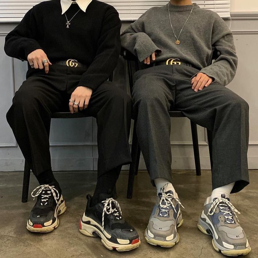 Sneakers Balenciaga juga menjadi incaran sepanjang setahun terakhir. Balenciaga Triple S yang dirancang oleh Demna Gvasalia hadir dengan model chunky yang tebal dalam nuansa futuristik. (Foto: Instagram/@balenciagaworld)
