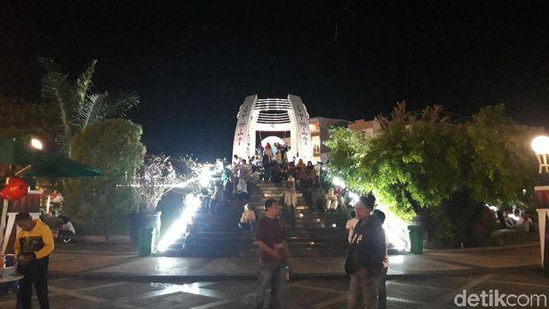 Perayaan tahun baru di Gong Perdamaian, Ambon.