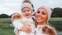 Ini saat liburannya bersama putrinya di Rosser Park Botanical Gardens di Benowa, Australia. (hannahpolites/Instagram)