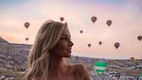 Gayanya saat di Cappadocia, Turki. (hannahpolites/Instagram)