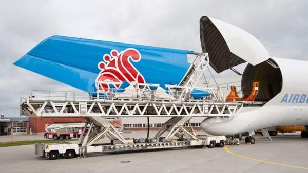 Sayap dibikin di Broughton, Wales, bagian badan pesawat dari Hamburg, Jerman dan Saint-Nazaire, Prancis, sirip ekor horisontal diproduksi di Cadiz, Spanyol dan sirip ekor vertikal di Hamburg (Airbus/CNN Travel)
