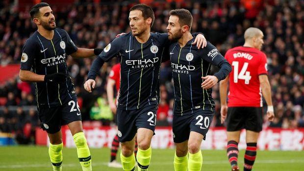 Riyad Mahrez meraih gelar Liga Inggris bersama Manchester City musim lalu.