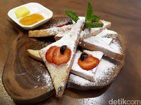 Kopi Nalar: Santai Ditemani Kaya French Toast dan Hazelnut Latte