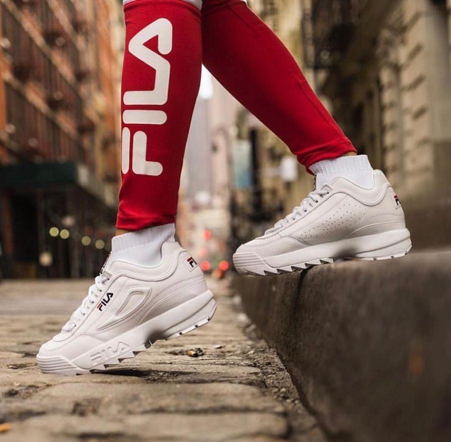 Boleh dibilang, tren Dad Sneakers membuat sneakers klasik keluaran Fila ini diincar lagi oleh para sneakers head masa kini. Tak heran bila Fila Disruptor II dinobatkan sebagai sneakers terpopuler di 2018 versi Footwear News. (Foto: Instagram/@filaph)