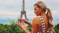 Saat berada di Paris. (hannahpolites/Instagram)