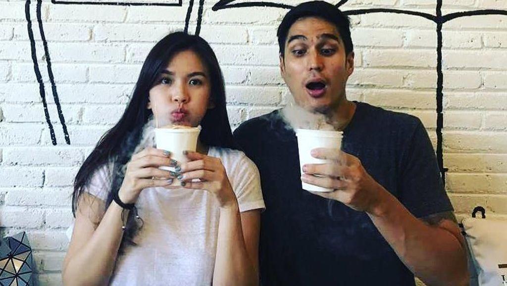 Momen Romantis Deasy Priscilla dan Marcel Chandrawinata Saat Kulineran Bersama
