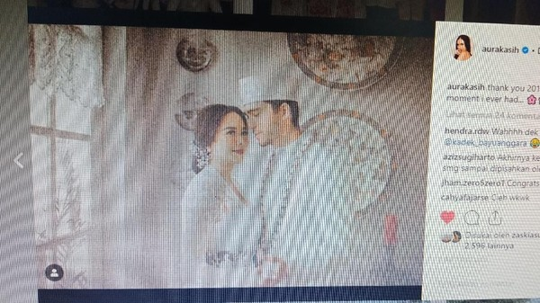 Cieee..Aura Kasih Kini Pajang Foto Pernikahannya dengan Bule