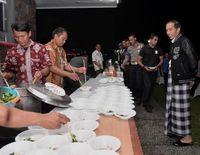 Lewati Pergantian Tahun, Jokowi Nikmati Wedang Ronde Hingga Bakmi