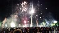 Warga Rayakan Meriah Tahun Baru di Gasibu Bandung