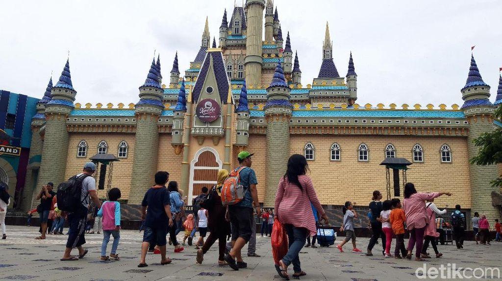 Libur Tahun Baru, Wahana Wisata di Surabaya Ini Ramai Diserbu Warga