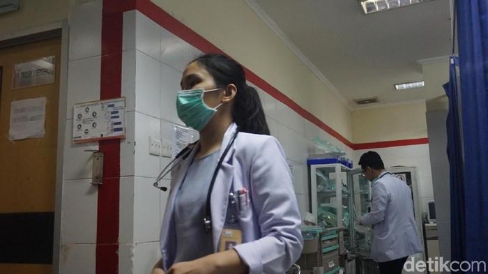 Dokter IGD yang berjaga di RSUD Tarakan (Foto: Uyung/detikHealth)