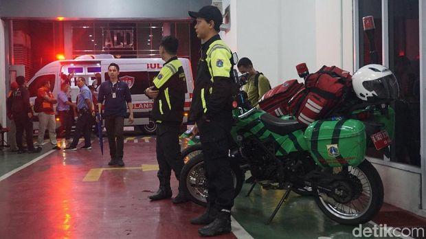 Ambulans motor juga turut disiagakan.