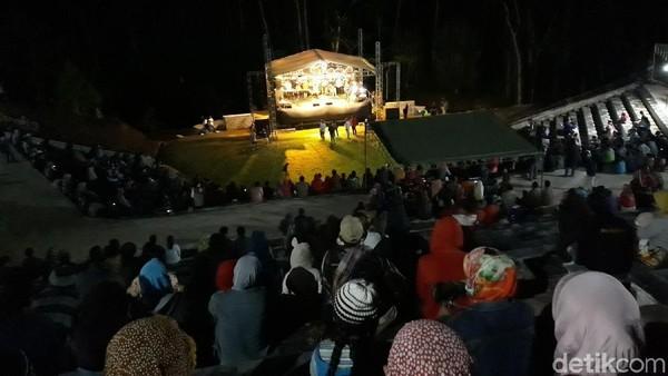 Menyambut tahun 2019, Desa Wisata Nglanggeran di Gunungkidul memiliki fasilitas baru yakni panggung amphiteater (Pradito/detikTravel)