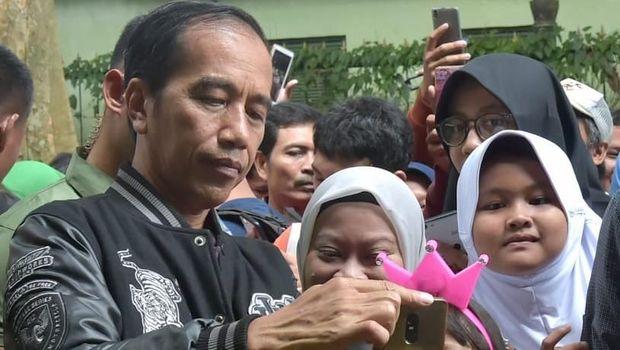 Awali 2019, Jokowi Jogging dan Sapa Warga di Kebun Raya Bogor