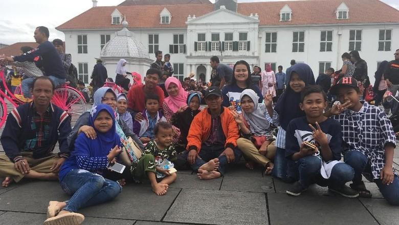 Murah Meriah, Masyarakat Liburan Tahun Baru di Kota Tua Jakarta
