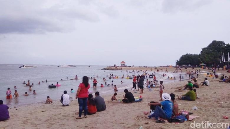 Pantai Sanur ramai wisatawan (Aditya Mardiastuti/detikTravel)