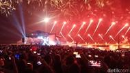 Meriahnya Kembang Api Malam Pergantian Tahun di Monas-Ancol
