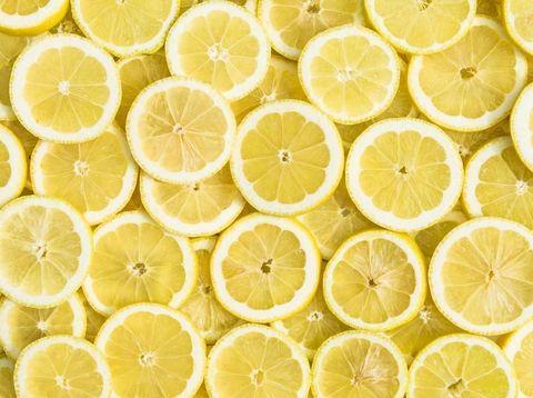 Lemon untuk menghilangkan bau badan secara alami.