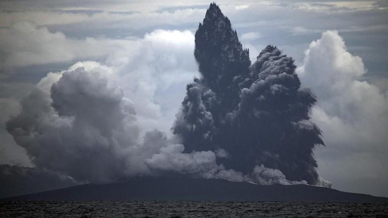 Dua Jam Berselang, Gunung Anak Krakatau Kembali Erupsi